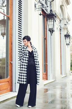 checkered coat in black Nicole Warne