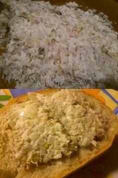 Absolutny hit na kanapki! Pasta z makreli. Wędzoną makrelę rozłóżcie na mniejsze kawałki, pozbywając się ości. W drobną kostkę pokrójcie cebulę i kwaszone ogórki. Dodajcie do makreli, przyprawcie do smaku. Na koniec wymieszajcie z majonezem. Pasta gotowa na chleb!:)
