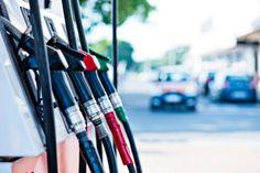La richiesta viene dall'Adiconsum, a fronte di quotazioni del petrolio sempre più basse.
