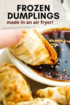 Crispy Frozen Air Fryer Dumplings Who knew pot stickers could be delicious as a crunchy appetizer or air fryer dinner recipe. Includes a super easy dipping sauce that can be made in less than 5 minutes. You've never had frozen foods taste so good. Air Fryer Recipes Chips, Air Fryer Recipes Appetizers, Air Fryer Recipes Low Carb, Air Fryer Recipes Breakfast, Air Frier Recipes, Air Fryer Dinner Recipes, How To Cook Dumplings, Frozen Dumplings, How To Cook Chicken