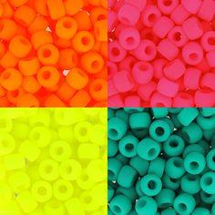 Des rocailles super flashy pour des créations hautes en couleurs ! Par ici >>> http://www.perlesandco.com/Matubo_Rocailles_Matubo_70___35_mm-c-55_2819_2820.html