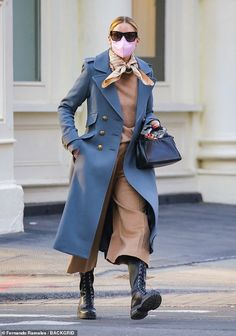Olivia Palermo Outfit, Olivia Palermo Stil, Olivia Palermo Street Style, Olivia Palermo Lookbook, Burberry Coat, Blue Coats, Love Her Style, Fashion Outfits, Stylish