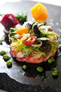 Флер де Лис... работает Мэн омаров с салатом фризе, жареный свеклы и омаров, проникнуты винегрет! :)