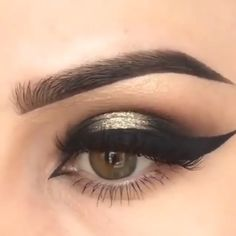 makeup video Eye Makeup 2019 Tired of spending loads of money on beauticians and beauty parlors? Here are 15 beauty hacks and secrets that save you loads of money. Eye Makeup Steps, Eye Makeup Art, Makeup Inspo, Eyeshadow Makeup, Makeup Inspiration, Makeup Tips, Beauty Makeup, Hair Makeup, Beauty Skin
