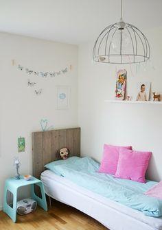Habitacion infantil color turquesa. Detalles desnudos con proyectos Handmade