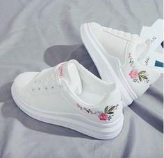 Jordan Shoes Girls, Girls Shoes, Shoes Women, Fashion Boots, Sneakers Fashion, Sneakers Mode, White Sneakers, Kawaii Shoes, Aesthetic Shoes