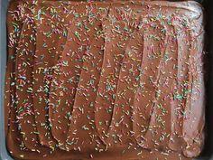 Mammas Sjokoladekake – den beste i verden Norwegian Food, Norwegian Recipes, Chocolate Cake, Den, Cake Recipes, Food And Drink, Desserts, Cookies, Drinks
