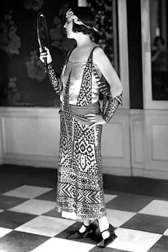 Paul Poiret ca. 1923 Paul Poiret – became a legendary French Couturier. His contributions to twentieth-century fashion have been likened to Picasso's contributions to twentieth-century . 20s Fashion, Moda Fashion, Fashion History, Art Deco Fashion, Vintage Fashion, Edwardian Fashion, Flapper Fashion, Ladies Fashion, Gothic Fashion