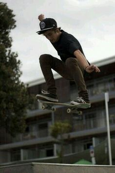 Hey! I'm Dante! I'm 17 and single. I'm a skater and I love what I do. You will mostly find me at a skatepark ripping it up. Anyways intro?