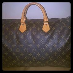 Authentic Louis Vuitton Speedy 40 In great condition. no rips, tears, or stains. comes with lock but no key. Better price elsewhere. Louis Vuitton Bags Satchels