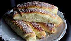 Slatke,mekane kifle gotove za 15 minuta! Sastojci 4 jaja 200 gr. šečer 200 gr. kiselo mlijeko 125 gr. svinjska mast ili maslac 1 kocka svjež kvasac 1 žličica soli kora naribana od 1 limuna 1 vanila...