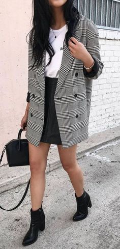 fashionable outfit / plaid blazer + white tee + black skirt + bag + boots Source by straightastyle Mode Outfits, Skirt Outfits, Chic Outfits, Fashion Outfits, Fashion Trends, Womens Fashion, Fashionable Outfits, Fashion 2018, Trendy Outfits