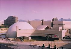 Strategically located at the seaside of Tsim Sha Tsui, the Hong Kong Space Museum commenced its construction in 1977. Mr. Joseph Ming Gun LEE of the Public Works Department was the chief architect of the project. Hong Kong Space Museum was commissioned in October 1980