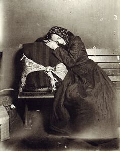 POSTCARD. SLOVAK YOUNG WOMAN, ELLIS ISLAND, c.1905. PHOTO LEWIS W. HINE