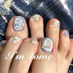 春夏に欠かせないデニムデザインを2018らしくオシャレにアレンジするならダメージ加工を♪素肌感たっぷりでこなれたカジュアルスタイルが叶います♡クロッシェでほんのり可愛さもあるフットネイルに。。✨(id:3087085) Toe Nail Art, Nail Nail, Toe Nails, Mani Pedi, Design, Feet Nails, Toenails, Toe Polish