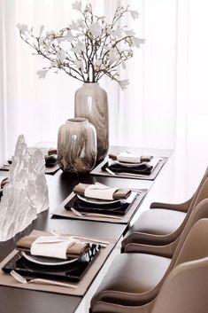 HOMEMATE interior design - Laid table – elegant and somewhat masculine - Estilo Interior, Interior Styling, Interior Decorating, Table Setting Inspiration, Living Room Decor Inspiration, Home Decor Furniture, Dining Table, Dining Room, Table Settings