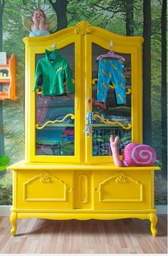 New yellow painted furniture projects ideas Furniture Projects, Furniture Makeover, Diy Furniture, Refinished Furniture, Modern Furniture, Yellow Painted Furniture, Yellow Painting, Painting Cabinets, Mellow Yellow