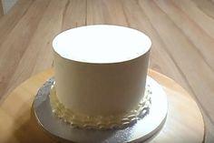 Ako potrieť tortu krémom, potiahnuť fondánom, ozdobiť zákusky ... | Tortyodmamy.sk Swiss Meringue, Baking, Cake, Sweet, Recipes, Candy, Bakken, Kuchen, Backen