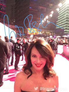 Traumfrau Iris Berben hat die Sache mit dem Selfie wesentlich besser drauf als Margaux... ;) #Traumfrauen