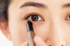 アイラインなしでまだいけると思っていませんか?アラフォーがマスターすべきアイラインの作り方まとめ | ファッション誌Marisol(マリソル) ONLINE 40代をもっとキレイに。女っぷり上々! Asian Girl, Eyes, Makeup, Asia Girl, Maquiagem, Maquillaje, Face Makeup, Make Up, Cat Eyes