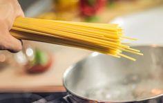 Geniaal: dit is waarom je het kookwater van de pasta nóóit meer weg moet gooien!