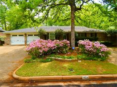 » Updated & Gorgeous 3 Bedroom, 2 Bathroom Home with Lots of Space!Conquest Rentals