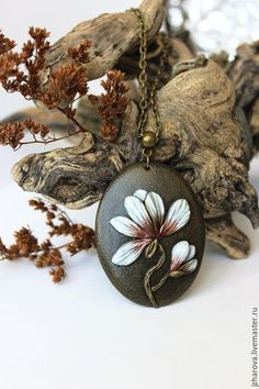 Купить или заказать Комплект из полимерной глины кулон и широкий браслет Магнолия в интернет-магазине на Ярмарке Мастеров. Комплект из кулона и широкого браслета Магнолия. Стильный,женственный комплект с изображением весеннего цветка-магнолии. Все цветы вылеплены вручную из полимерной глины. Браслет сделан на деревянной основе. Комплект тонирован краской цвета старого золота. Покрыт матовым лаком. Длину цепочки могу изменить по вашему желанию. При необходимости предоставлю фото на модели или…