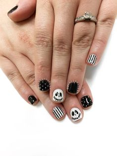 Trendy Nails Art Designs For Fall Jack Skellington - Page 3 of 31 - Easy Hairstyles Holloween Nails, Cute Halloween Nails, Halloween Acrylic Nails, Black Acrylic Nails, Halloween Nail Designs, Acrylic Nail Designs, Nail Art Designs, Mickey Nails, Cotton Candy Nails
