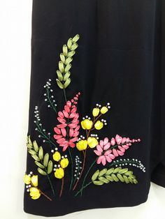 Ribon Embroidery, Ribbon Embroidery Tutorial, Floral Embroidery Patterns, Embroidery Suits Design, Embroidery Works, Hand Embroidery Designs, Embroidery Dress, Ribbon Projects, Ribbon Crafts