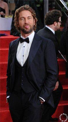 Gerard Butler: Golden Globes - January 15, 2012 - Mr. Pinky makes an appearance.  ;-)