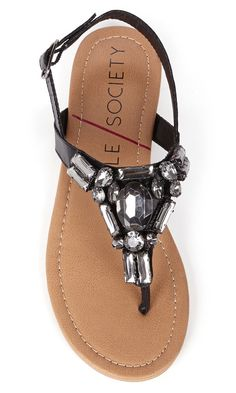 Flat summer sandals bejeweled with sparkling crystal stones