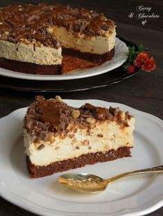 Coffee mascarpone mousse cake with dulce de leche, hazelnuts and chocolate shavings Chocolate Shavings, Chocolate Coffee, Cake Chocolate, Sweet Recipes, Cake Recipes, Dessert Recipes, Fondant Cakes, Cupcake Cakes, Just Desserts