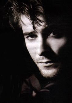 Goran Visnjic -- loved him on ER. Okay, why does this pic also remind me of a mix of a young John Stamos/George Clooney? Most Beautiful Man, Gorgeous Men, Beautiful People, Young John, Hot Actors, My Guy, Good Looking Men, In Hollywood, Cute Guys