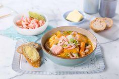 En god fiskegryte med masse spennende smaker. Thai red curry middagsbase gjør at denne retten smaker autentisk på en, to, tre.