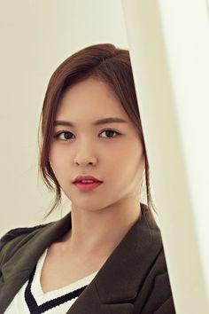 Kpop Girl Groups, Korean Girl Groups, Kpop Girls, Yoo Jae Suk, Somebody To You, Kim Sohyun, Yuehua Entertainment, Korean Bands, New Artists