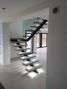 30 Styles Perfect for Your Tiny Kitchen Cantilever Stairs, Metal Stairs, Modern Stairs, Home Stairs Design, Interior Stairs, Home Interior Design, House Design, New Staircase, Staircase Railings