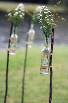 Summer is the best time for an outdoor weddings, and we've rounded up several good ideas for your outdoor wedding. First, the lights: add them to the tree branches or wrap around the trees to make the place look magic.