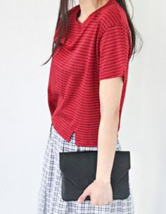 Today's Hot Pick :Front Slit Detailed Stripe Top http://fashionstylep.com/P0000VLF/vivaglam7/out For a fuller silhouette, try this horizontal stripe patterned tee. With a round neck, short sleeves and loose fit. Featuring two front slit-like detail for a unique and hip appeal. Available in ivory, red and blue colors.