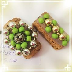 #fridgemagnets from #corks And old #jewelry and #pearls #crafting #upcycling #recycling #craftingideas #corkcrafting #vhga #winelover #wines #hotgluegunfun #hotglue #magnets #handmade #hechoamano #piezasunicas #oneofakind #unique Corks, Avocado Toast, Wines, Magnets, Crafting, Pearls, Breakfast, Unique, Fun