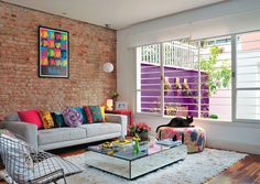 Live the window wall with the brick