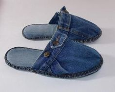 "This pin isn't in English, but it gives us an idea for making ""scuffs"" out of jeans. ]]] 💚Big Smile 😃 Nana in OK 💋 Artisanats Denim, Denim Shoes, Shoes With Jeans, Diy Leather Sandals, Jeans Recycling, Sewing Slippers, Denim Ideas, Denim Crafts, Shoe Pattern"