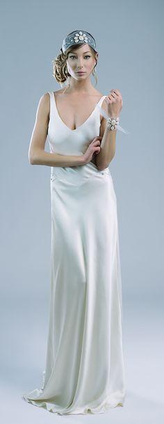 Loving this Old Hollywood glam wedding dress from @petitelumiereco