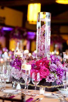 Blumen Arrangements lila Blüten Kristall Etagere dekorieren
