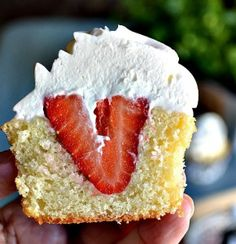 Love this sweet spin on strawberry shortcake! strawberry cakes, shortcak cupcak, cupcake recipes, strawberry shortcake, strawberri, strawberry cupcakes, root beer, summer treats, food cakes