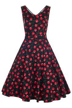 Retro šaty Lady V London Charlotte Cherry Black Retro šaty ve stylu 50. let. Úžasné šaty z londýnské módní dílny Lady V London v originálním zpracování. Šaty využijete na zahradní párty, večírky pod širým nebem, svatby či na dovolené. Zajímavý letní motiv třešní na černém podkladu je velmi netradiční a působí svěžím dojmem. Příjemný pružný materiál (97% bavlna, 3% elastan) zajistí, že se Vám šaty budou dobře nosit. Kulatý výstřih v přední i zadní části, projmutý střih nepřidává objem v pase…