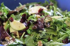 Cafe: Apple, Walnut, and Feta Salad (With dressing to die for) from Pioneer Woman: Salad greens, thinly sliced green or tart red apples, dried cranberries Apple Walnut Salad, Cooking Recipes, Healthy Recipes, Salad Recipes, Healthy Salads, Lunch Recipes, Beef Recipes, Healthy Foods, Feta Salad
