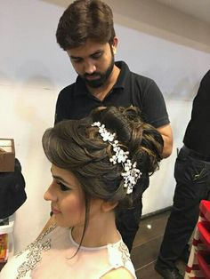 Ideas for hair tutorial wedding makeup tips Bridal Hairstyle Indian Wedding, Bridal Hair Buns, Bridal Hairdo, Indian Bridal Hairstyles, Hair Wedding, Gown Wedding, Wedding Wear, Wedding Makeup, Hairstyles For Gowns