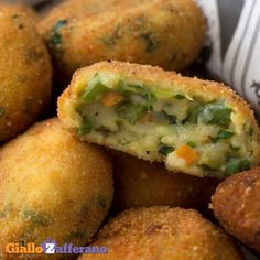 VEGETABLE MEATBALLS are golden morsels with a tasty and colorful filling, an excellent alternative to classic meatballs! Indian Food Recipes, Italian Recipes, Vegetarian Recipes, Cooking Recipes, Healthy Recipes, Veg Appetizers, Appetizer Recipes, Easy Dinner Recipes, Easy Meals