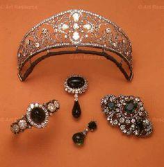 Conjuntos de jóias, herdado pela Princesa Dona Esperanza do Brasil….e vendido por sua filha, a Princesa Dona Maria da Glória….