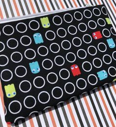 Pacman Ghosts Zipper Pouch: Videogames, Arcade.